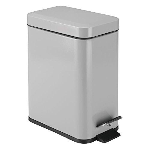 mDesign rechteckiger Tretmülleimer mit 5 L Kapazität – kompakter Mülleimer mit Inneneimer für das Bad, Schlafzimmer oder Büro – moderner Papierkorb aus Metall und Kunststoff – mattgrau